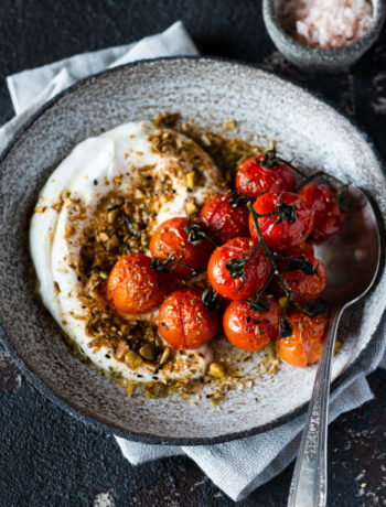 Yogurt with dukkah and baked tomatoes